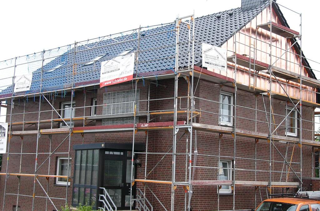 Steildachsanierung und Kupferscharen-Fassade in Wunstorf